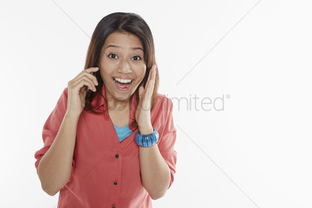 Malay : Woman talking on the phone