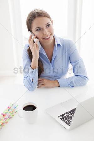Cell phone : Woman using cell phone