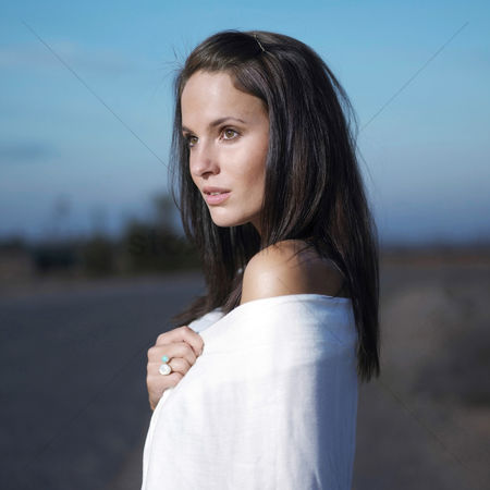 Fashion : Woman waiting by the roadside