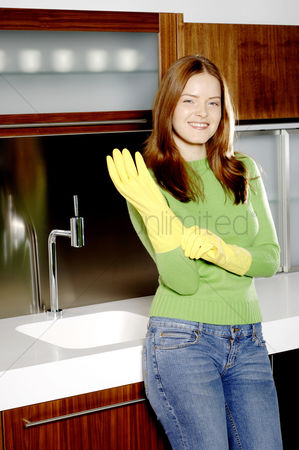Housewife : Woman wearing rubber gloves