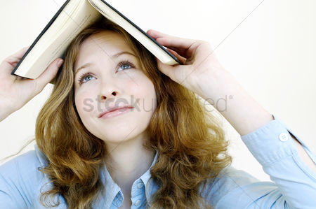 Knowledge : Woman with a book on her head