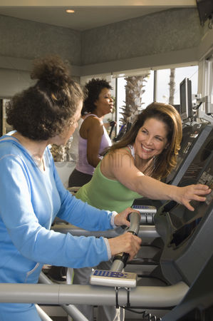 Workout : Women working out at health club