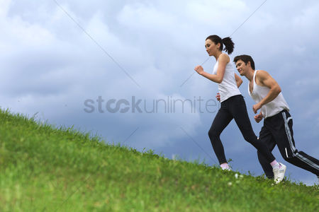 Spring : Young couple exercising in park