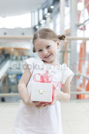 Offspring : Young girl holding present wrapped in big red bow