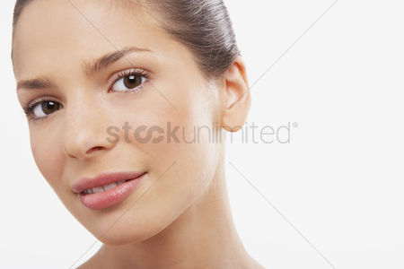 Black background : Young woman head tilted