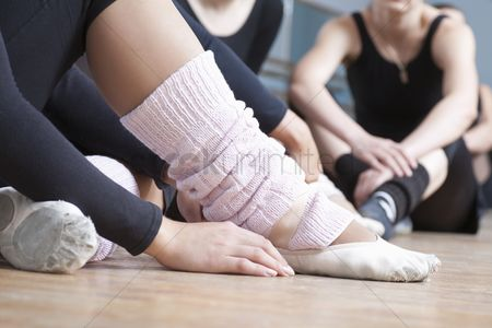 Dance : Young women sit resting in rehearsal room